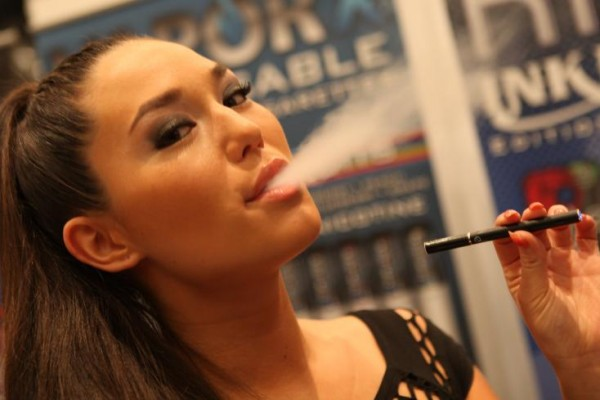 Electronic_Cigarette_Smoking-teens